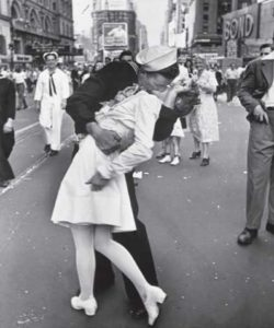 times-square-kiss-end-of-wwII-baby-boomer